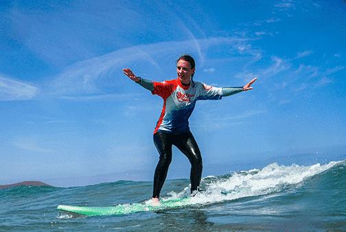 surf your first wave beginner surf lessons on the beach for clases de surf para principiantes famara lanzarote canary islands уроки серфинга для начинающих
