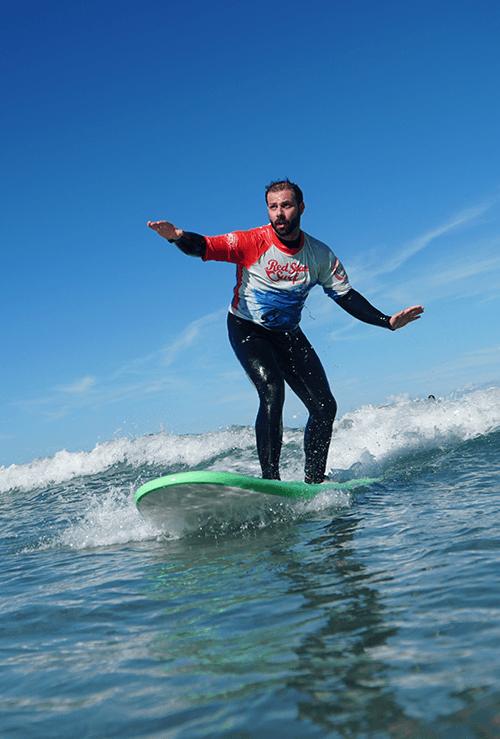 surfea tu primera ola clases de surf para principiantes beginner surf lessons on the beach for clases de surf para principiantes famara lanzarote canary islands